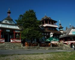 Pustevny se stavbami Maměnkou a Lubušínem od architekta Jurkoviče jsou kulturním a turistickým centrem Moravskoslezských Beskyd.
